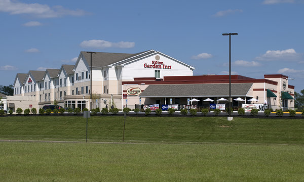 HIlton Garden Inn Westampton and Recovery Sports Grill