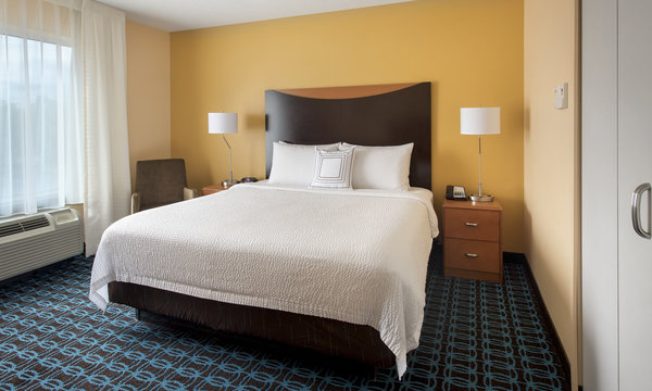 Fairfield Inn & Suites Verona King Room