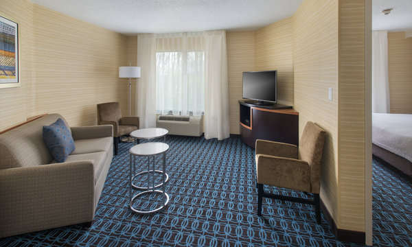 Fairfield Inn & Suites Verona Suite