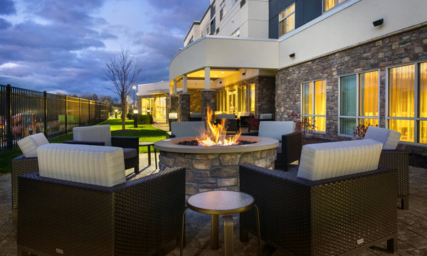 Courtyard Schenectady Mohawk Harbor Patio